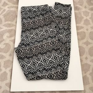 SALE 5/$15 Maurice's leggings large
